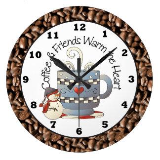 クリスマスのコーヒーおよび友人の休日の時計 ラージ壁時計