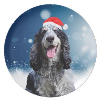 クリスマスのサンタの帽子を持つコッカースパニエル犬 プレート
