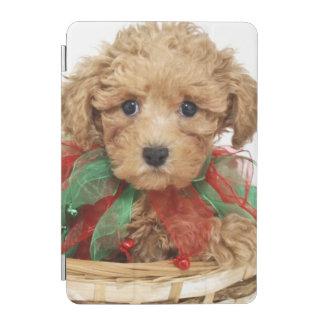 クリスマスのバスケットに坐っているプードルの子犬 iPad MINIカバー