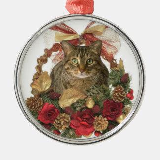 クリスマスのバスケットの脂肪質猫 メタルオーナメント
