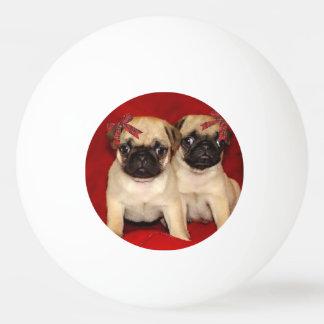 クリスマスのパグの子犬 卓球 玉