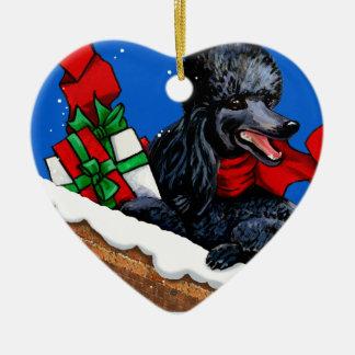 クリスマスのパッケージを持つ黒いプードルの子犬 セラミックオーナメント
