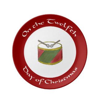 クリスマスのプレートのストライプのなドラム第12日 磁器プレート