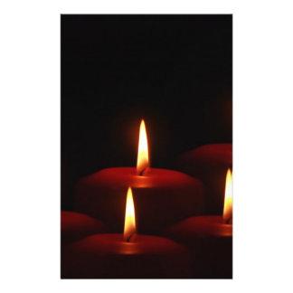 クリスマスの休日の出現の蝋燭炎 チラシ