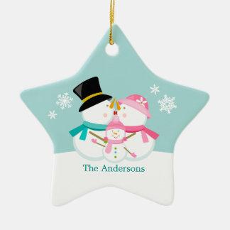 クリスマスの休日雪だるまの三人家族 セラミックオーナメント