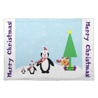 クリスマスの友人: 雪のペンギン及びトナカイ ランチョンマット