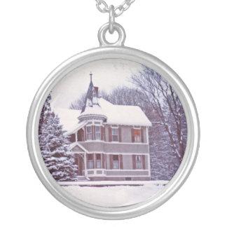 クリスマスの古くビクトリアンな家 シルバープレートネックレス