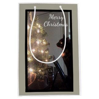 クリスマスの喜びの茶色のぶち猫媒体のギフトバッグ ミディアムペーパーバッグ