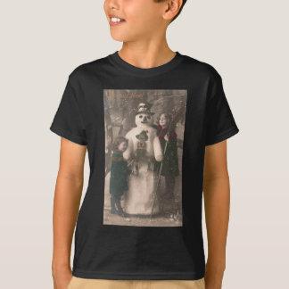 クリスマスの女の子および雪だるまのヴィンテージの写真 Tシャツ