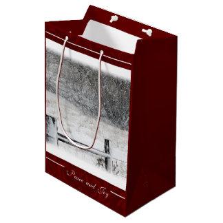 クリスマスの平和および喜びの冬の国 ミディアムペーパーバッグ