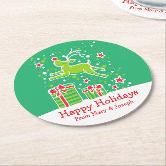 クリスマスの意気揚々と歩くトナカイの緑書のコースター ラウンドペーパーコースター