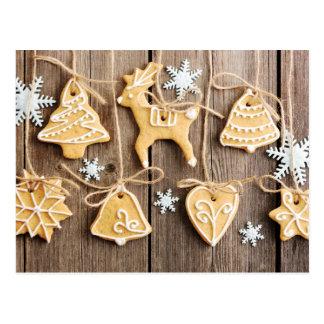 クリスマスの手製のジンジャーブレッドのクッキー ポストカード
