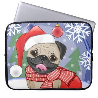 クリスマスの時間雪のパグ犬 ラップトップスリーブ