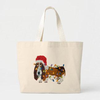 クリスマスの照明でもつれるバセット犬 ラージトートバッグ