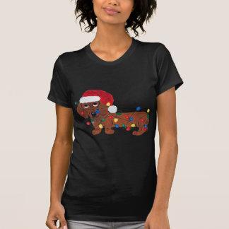 クリスマスの照明で(赤い)もつれるダックスフント Tシャツ