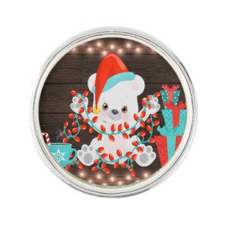 クリスマスの照明を持つかわいく小さい白くま ラペルピン