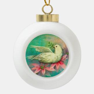 クリスマスの白の鳩のピンクのポインセチアおよびヒイラギ セラミックボールオーナメント