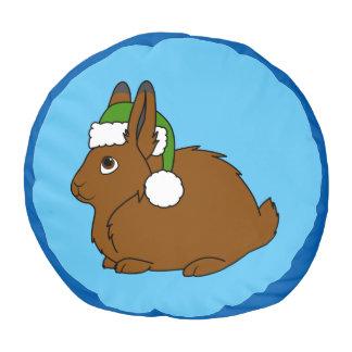 クリスマスの緑のサンタの帽子が付いているブラウンの北極ノウサギ プーフ