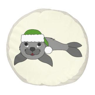 クリスマスの緑のサンタの帽子が付いている灰色の子どものアシカ プーフ