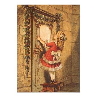 クリスマスの花輪の招待状を持つビクトリアンな女の子 カード