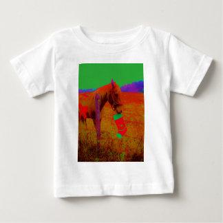 クリスマスの虹の馬 ベビーTシャツ