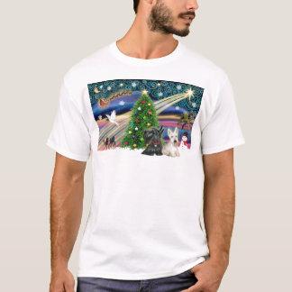 クリスマスの魔法のスコットランドテリア(2) Tシャツ