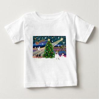 クリスマスの魔法ジャックラッセルの子犬 ベビーTシャツ