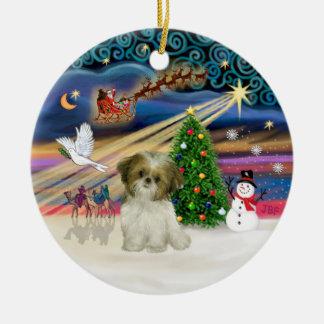 クリスマスの魔法-シーズー(犬)のTzuの子犬(茶色白の) セラミックオーナメント