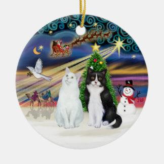 クリスマスの魔法- 2匹の猫-白 + 白黒 セラミックオーナメント