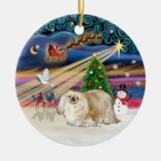 クリスマスの魔法- Pekingese (クリーム) セラミックオーナメント
