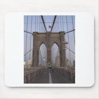 クリスマスイブのブルックリン橋NYCの日の出 マウスパッド
