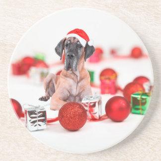 クリスマスオーナメントのギフトを持つグレートデーン犬 コースター