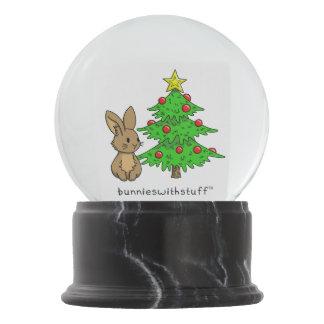 クリスマスツリーが付いているバニー スノーグローブ