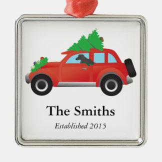 クリスマスツリーが付いている車を運転しているアフガンハウンド犬 メタルオーナメント