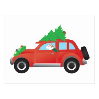 クリスマスツリーが付いている車を運転する赤いシベリアンハスキー ポストカード
