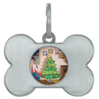 クリスマスツリーが付いている部屋の中の家族 ペットネームタグ