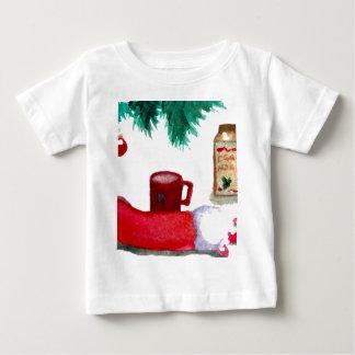 クリスマスツリーの休日の朝食のエッグノッグのストッキング ベビーTシャツ