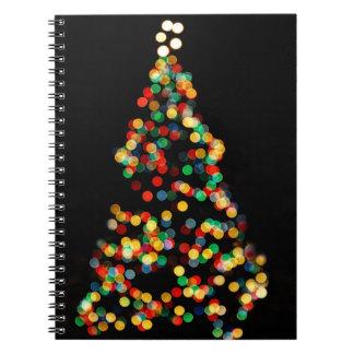 クリスマスツリーの《写真》ぼけ味の多色のなライト ノートブック