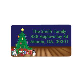 クリスマスツリーカードの下に遊ぶハスキー 宛名ラベル