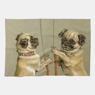 クリスマス鐘を鳴らしている2匹のパグ犬 キッチンタオル