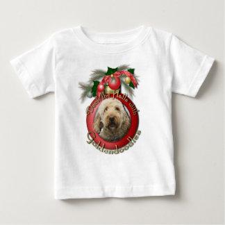 クリスマス-デッキホール- Goldendoodles ベビーTシャツ