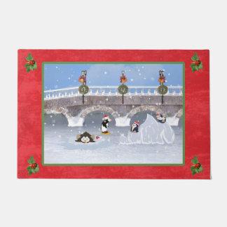 クリスマス、凍結する湖のよくはしゃぐなペンギン ドアマット