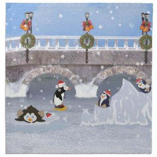 クリスマス、凍結する湖のよくはしゃぐなペンギン ナプキンクロス
