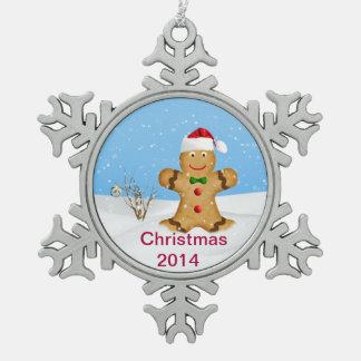 クリスマス、雪の幸せなジンジャーブレッドマン スノーフレークピューターオーナメント