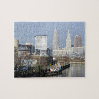 クリーブランドオハイオ州の川の眺めの(タグボートと)パズル ジグソーパズル