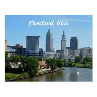 クリーブランド、オハイオ川のスカイラインの郵便はがき ポストカード