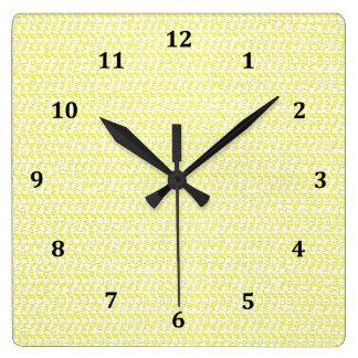 クリーミーで黄色い織り方の網の一見 スクエア壁時計