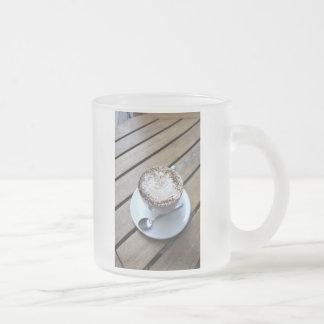 クリームが付いているコーヒーカップ フロストグラスマグカップ
