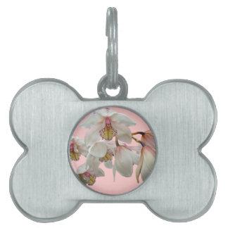 クリーム色およびピンクの蘭 ペットネームタグ
