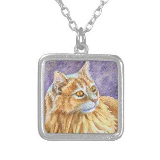 クリーム色のアンゴラ猫 シルバープレートネックレス